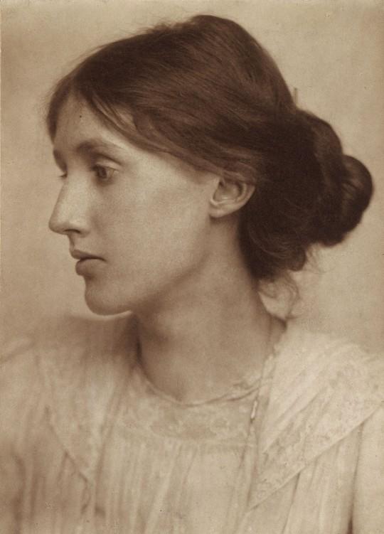 Retrato de la joven Virginia por el fotógrafo comercial G.C. Beresford