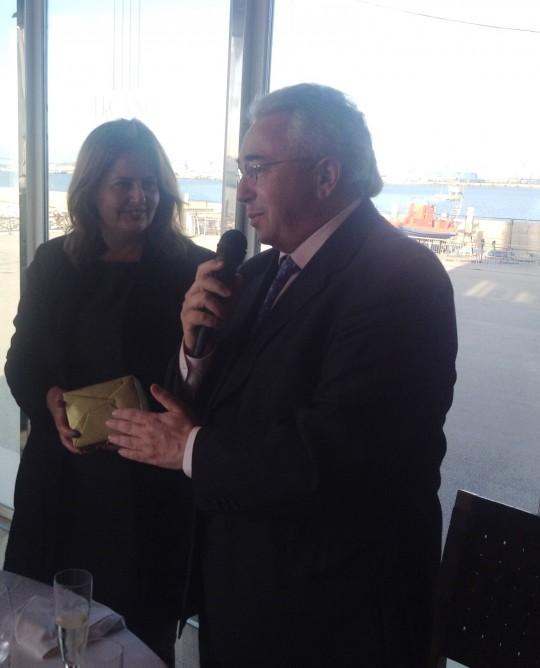 El presidente de honor de la CEC, Miguel González, dedica unas palabras a Cristina Medina