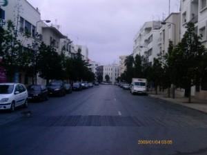 Una calle del barrio de Hassan, en el centro de Rabat, un domingo por la tarde cualquiera