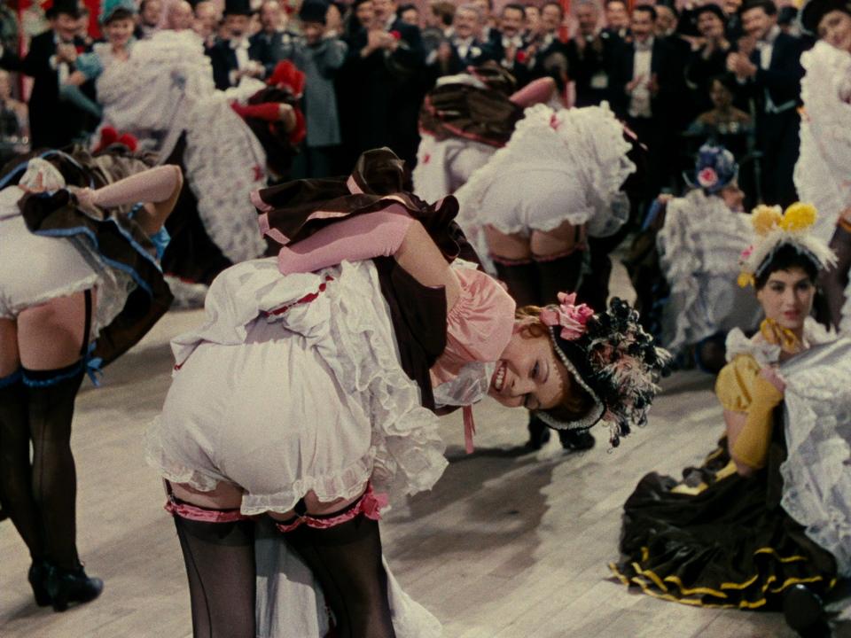 Upskirt en el cine calzon blanco - 2 part 4