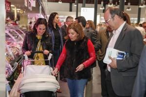 150317 Soraya Saez visita Mercado Central5.jpg