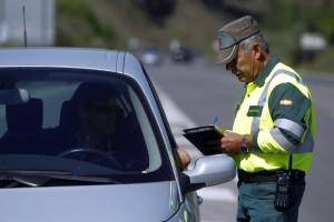 La Guardia Civil realiza un control de velocidad en la operació