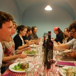 """Cena con amigos enólogos en el restaurante """"La Cooperativa"""" de Porrera."""