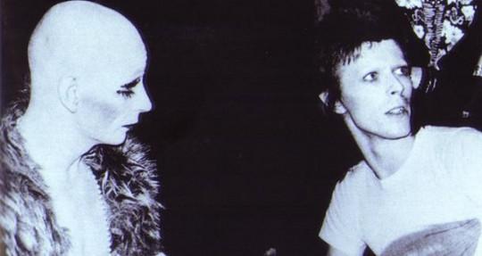 Lindsay Kemp y David Bowie, en el 72.