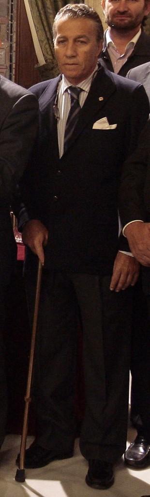 Gregorio Serrano entrega a Cáritas la recaudación del I encuentro de capataces y costaleros de la Madrugada.