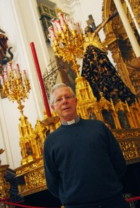 Fotos a Don Eduardo Martin, párroco de Santa Cruz
