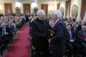 El cardenal Amigo Vallejo, arzobispo emérito de Sevilla, pronuncia una conferencia sobre el Papa Francisco y la religiosidad popular.