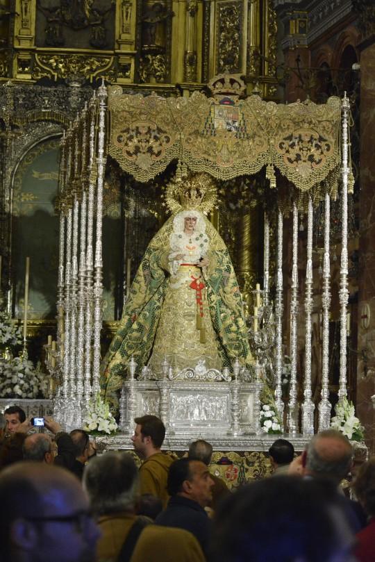 Basílica de la Macarena.. La Macarena ya estará en el paso. Fotos para dar del día.