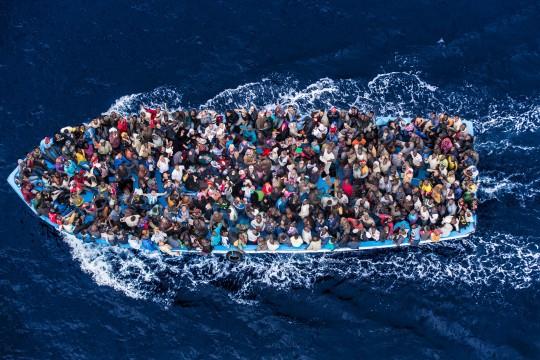 Centenares de personas atraviesan el mediterráneo, la ruta más peligrosa del mundo. / ACNUR