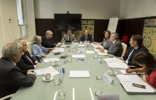 El Consejero de Justicia e Interior de la Junta de Andalucía, Emilio de Llera, preside el pasado lunes junto al Presidente del TSJA, Lorenzo del Rio, la reunión de la comisión mixta Junta-TSJA