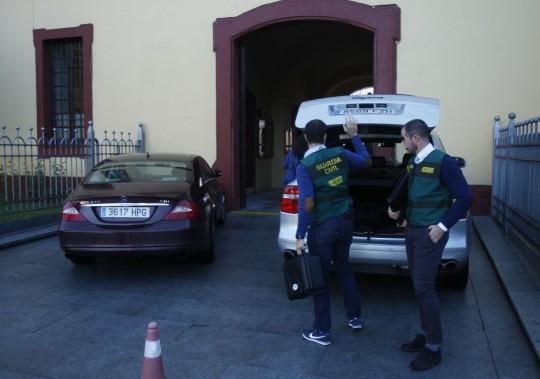 Los agentes de la UCO y algunos de los coches de alta gama que utilizan en sus desplazamientos