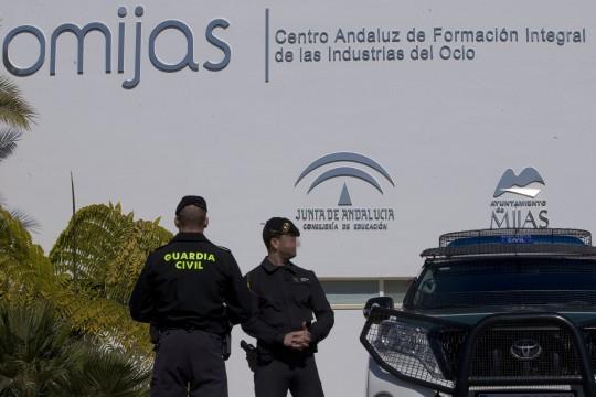Varios agentes de la Guardia Civil durante el registro de CIOMIJAS en la operación contra el fraude de los cursos de formación.