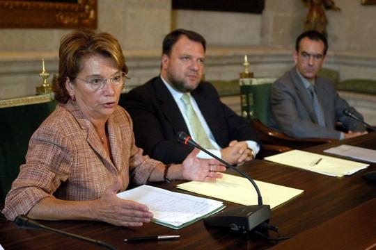 Carmen Hermosín y Alfredo Sánchez Monteseirín firman, en 2003, la cesión de suelo para construir la Ciudad de la Justicia en Los Gordales.