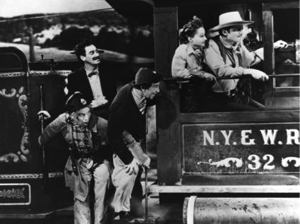 Una imagen de la película Los hermanos Marx en el Oeste.