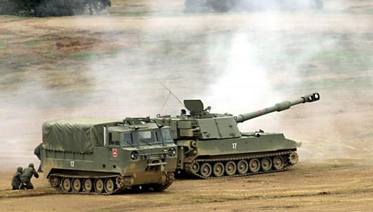 Un carro de combate en unas maniobras en Cerro Muriano