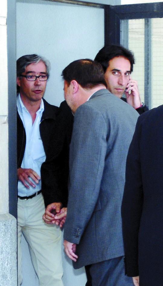 El ex alcalde, el 18 de mayo de 2009, cuando intentó salir por la puerta trasera de los juzgados del Prado.