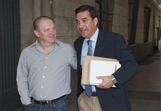 Iván Escalera, juez sustituto de Alaya, a la izquierda.
