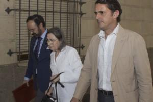 La religiosa, ayer con los abogados Juan Carlos Alférez y Miguel Villegas