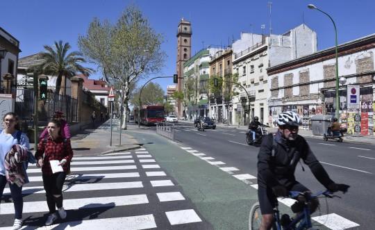 Fotos de calle Resolana, desde Feria al tramo con Torneo, para un reportaje sobre cambio de sentido de la marcha