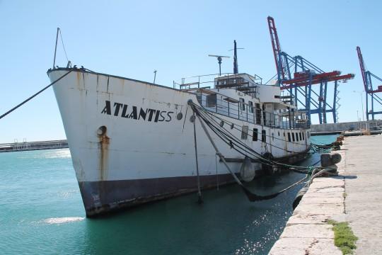 Atlantiss antes de iniciar el desguace14-III-135