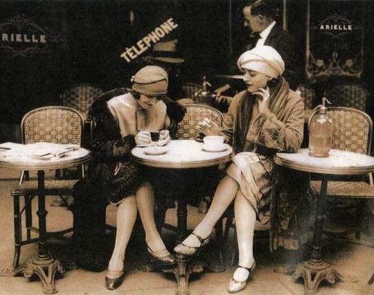 chicas cafe