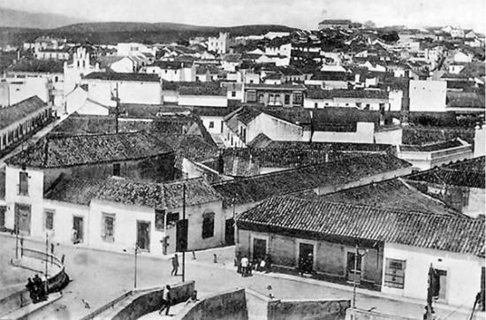 Vista de la ciudad desde el río de La Miel