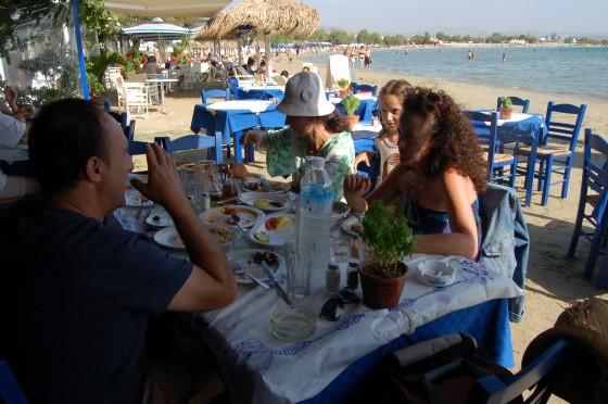 Primer almuerzo en la playa de Agios Georgios