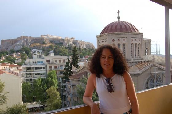 En la terraza de Hotel Mitropoleos, con la Acrópolis al fondo
