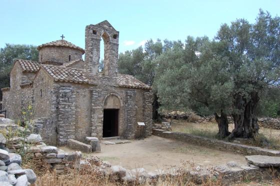 Iglesia bizantina de Agios Georgios, en un olivar de Halki
