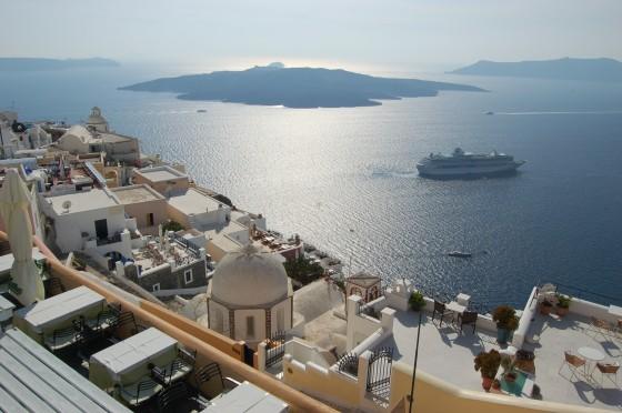 Una vista desde lo alto de Fira