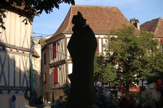 La otra estatua de Cyrano, en la sombra