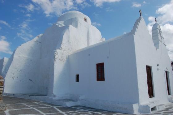 Paraportiani, la iglesia más representativa de Mikonos, siglos de cal en sus muros.