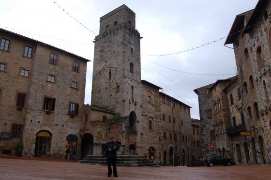 La Piazza della Cisterna, en el San Gimignano de verdad.