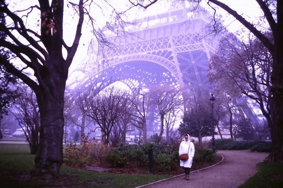 Año 1989. En el Campo de Marte, paseo junto a la Torre Eiffel.