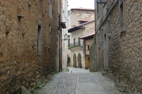 La calle de las Lindas, justo al lado del Hotel Altamira, y al fondo la Plaza Mayor.