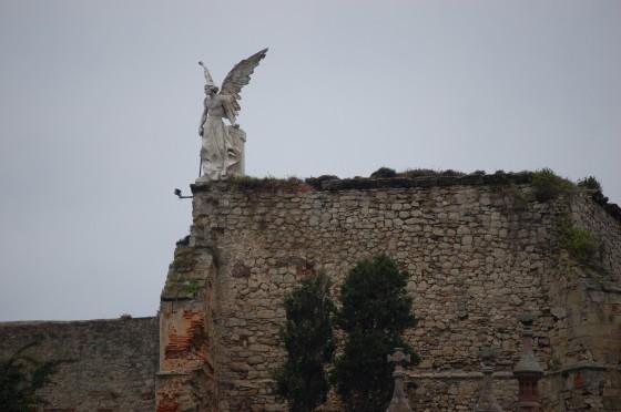 Un ángel sobre el cementerio de Comillas