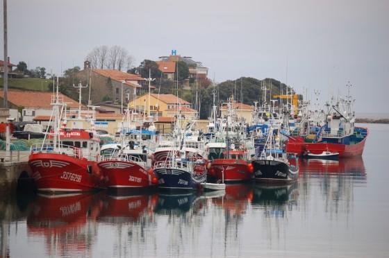 Barcos amarrados en el puerto pesquero de San Vicente de la Barquera