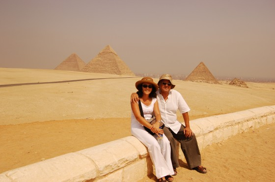 Ante las pirámides de Giza, grandes como el pueblo egipcio