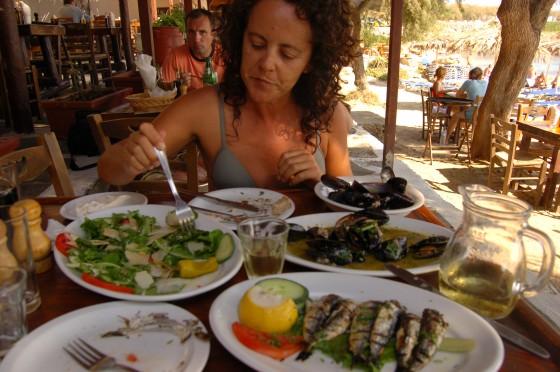 En la incomparable Trattoria Tasos, en la playa de Paranga en Mikonos