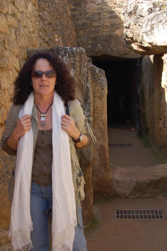 Penélope ante el dolmen de Viera