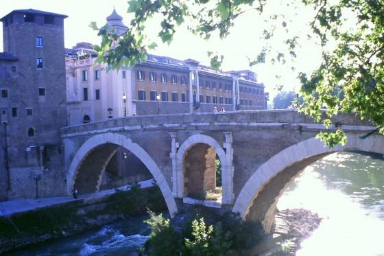 Puentes romanos para cruzar a la Isola Tiverina