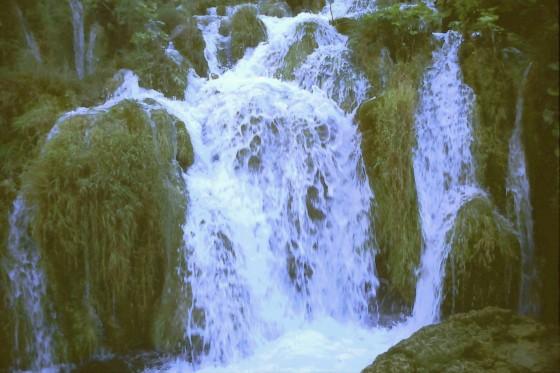 El agua corre por todas partes en los Lagos de Plitvice