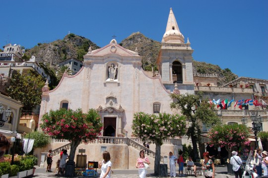Mil sitios tan bonitos como c diz archivo s taormina for Como se llama el hotel que esta debajo del mar