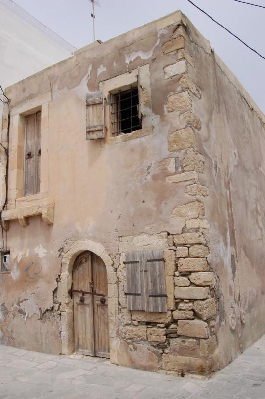 El decrépito recuerdo de Napoleón en Ierápetra, Creta.