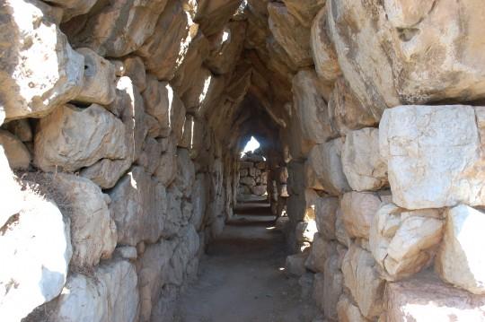 Galería interior del muro de Tirinto.