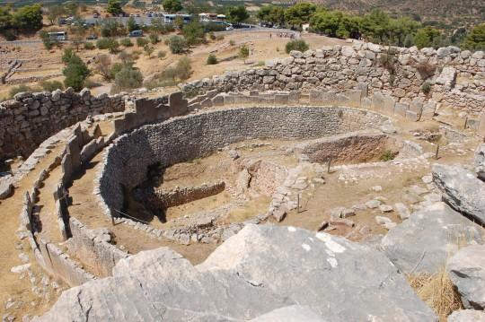 Círculos mágicos de piedra dentro de Micenas.