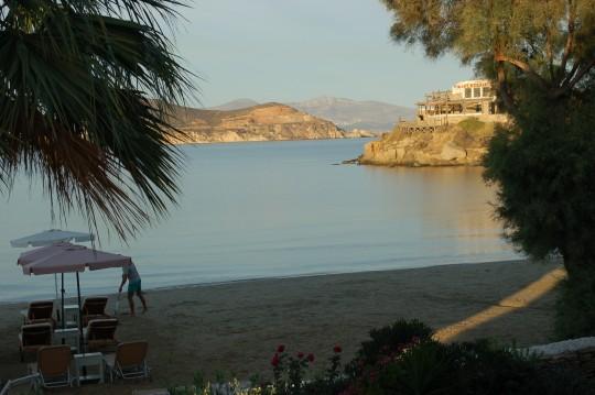 Amanecer en la playa de Agios Georgios, desde el balcón de nuestro estudio.