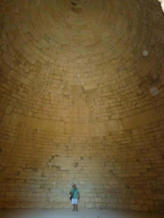 El impresionante interior de la tumba de un rey micénico.