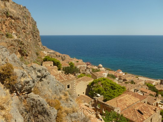 Las casas, entre la roca y el mar.