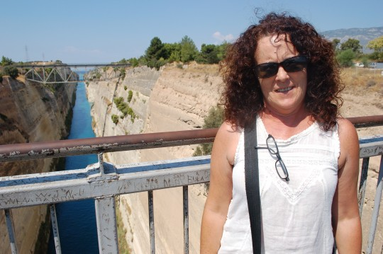 Penélope, sobre el canal de Corinto.